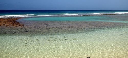 Wading areas and natural swimming pools in the sea directly in front of the SoCo Hotel